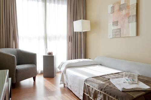 Habitación familiar  del hotel Vertice Sevilla. Foto 2