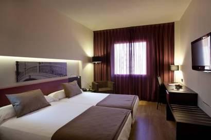 Habitación doble Superior del hotel Ayre Sevilla. Foto 1
