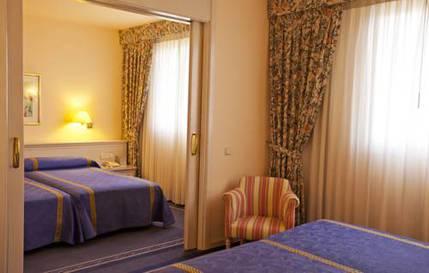 Suite Familiar del hotel Ayre Sevilla. Foto 1