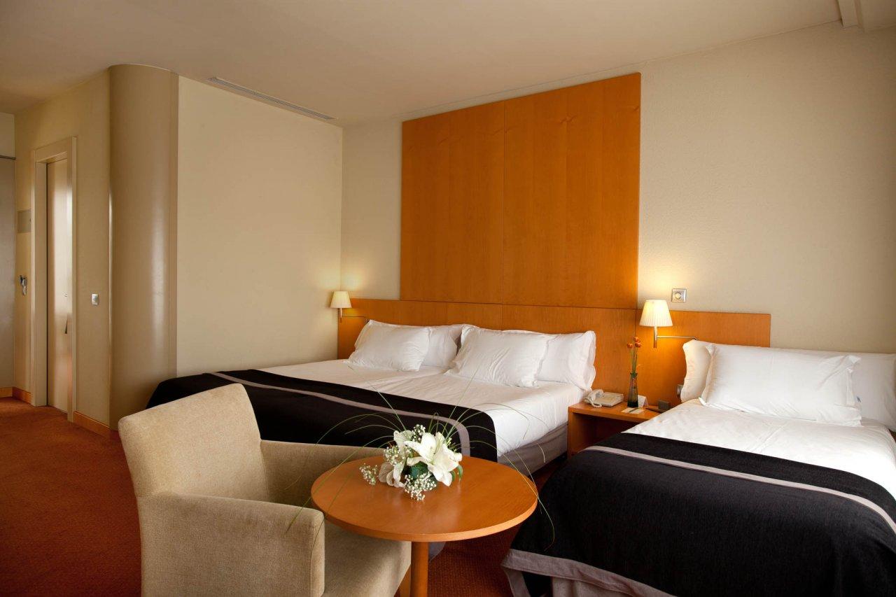 Confort Triple del hotel Silken Al-Andalus Palace. Foto 1