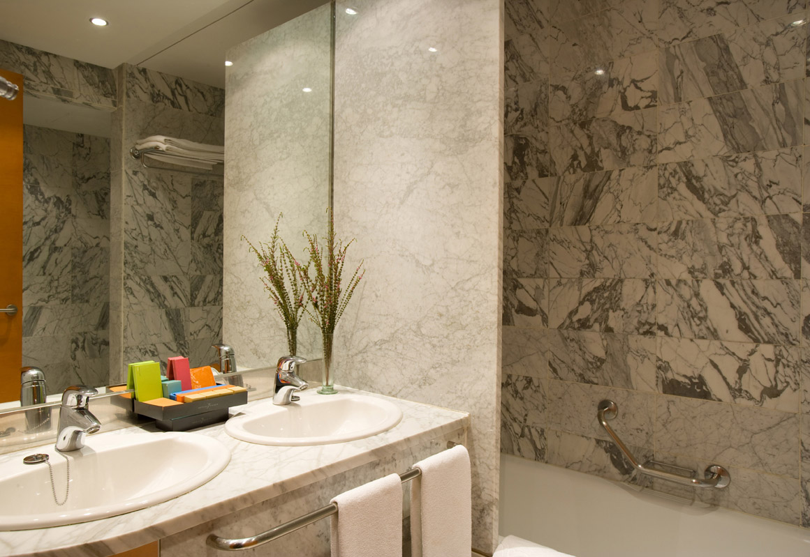 Confort Triple del hotel Silken Al-Andalus Palace. Foto 2