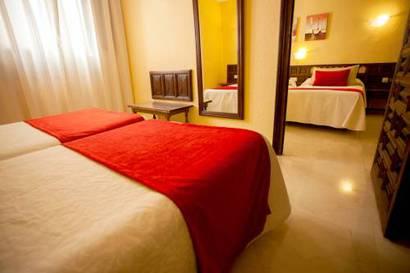Habitación familiar  del hotel Alfonso VI. Foto 1