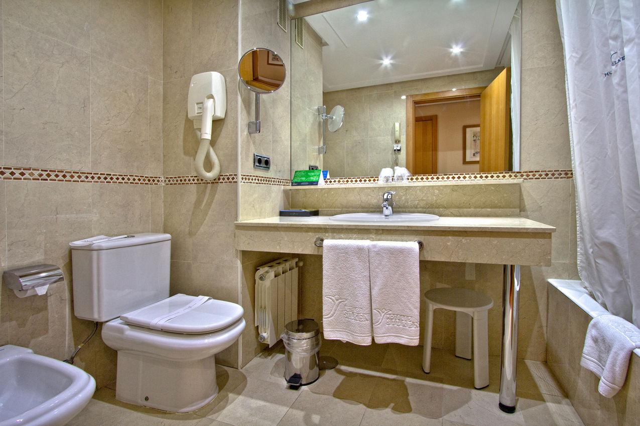 Habitación Silken Club del hotel Silken Juan de Austria. Foto 2
