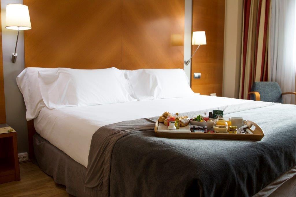 Habitación Doble con Cama supletoria del hotel Silken Juan de Austria