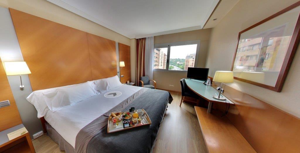 Habitación Doble con Cama supletoria del hotel Silken Juan de Austria. Foto 1