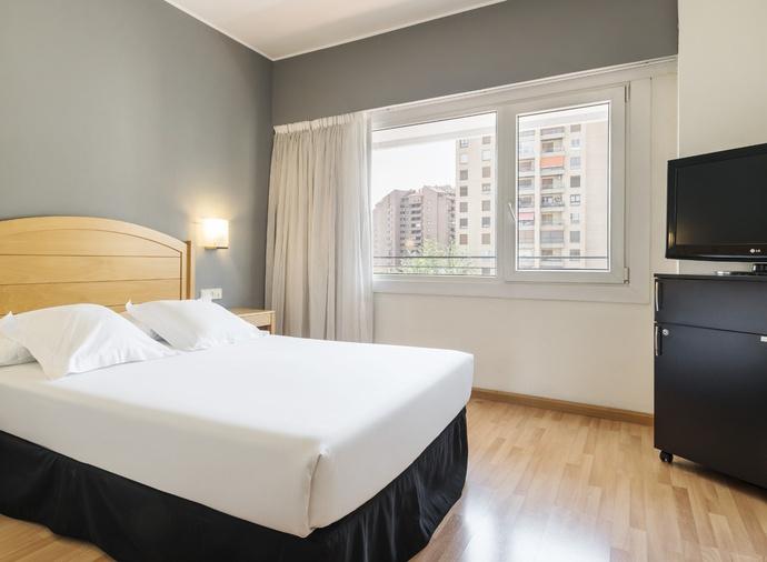 Suite  del hotel Ilunion Romareda