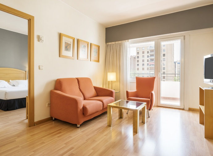 Suite  del hotel Ilunion Romareda. Foto 1