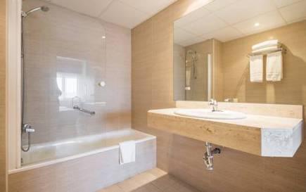 Habitación doble  del hotel Ilunion Romareda