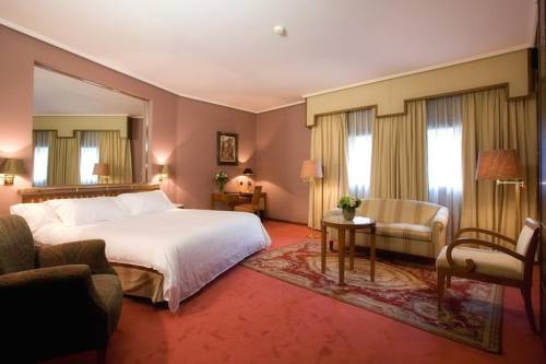 Suite  del hotel Palafox. Foto 1