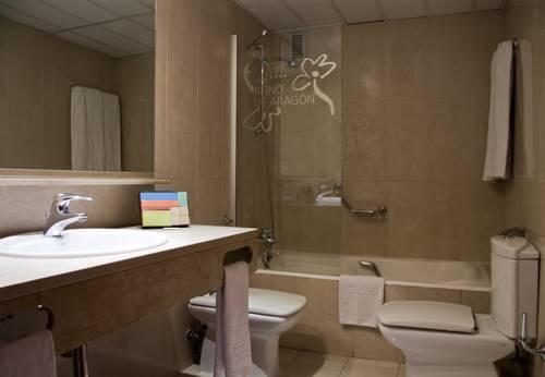 Habitación familiar  del hotel Silken Reino de Aragon. Foto 1