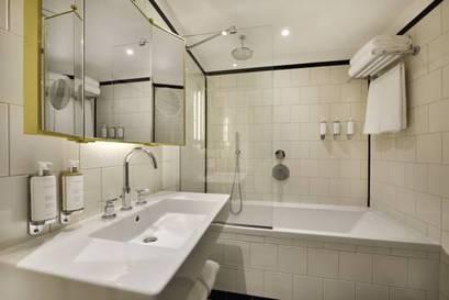 Habitación doble Superior dos camas separadas del hotel L'echiquier Opéra Paris Mgallery Collection. Foto 3