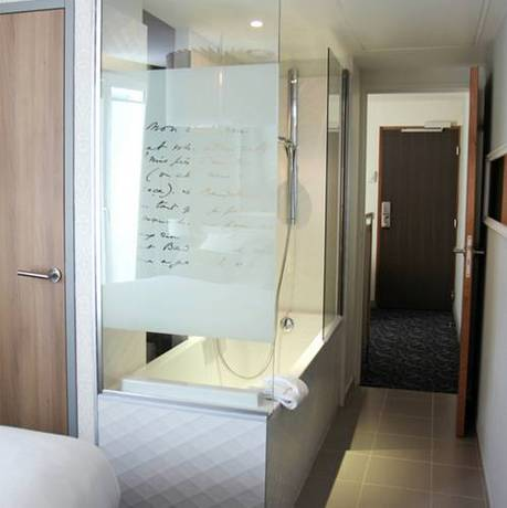 Habitación familiar  del hotel Best Western Premier Le Swann. Foto 1