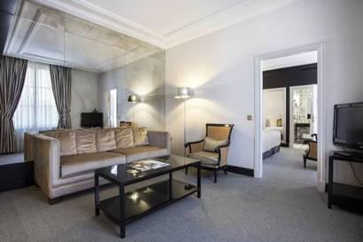 Hotel castille paris barat simo for Habitacion familiar disneyland paris
