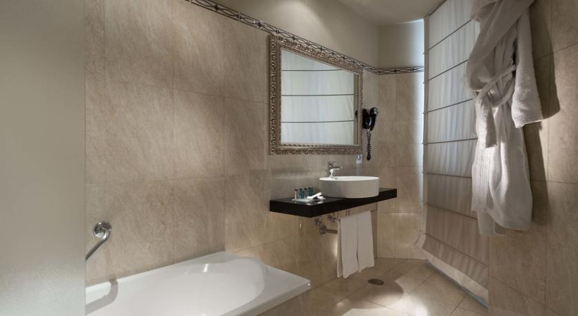Habitación Doble Confort con Vistas del hotel Ambasciatori. Foto 2
