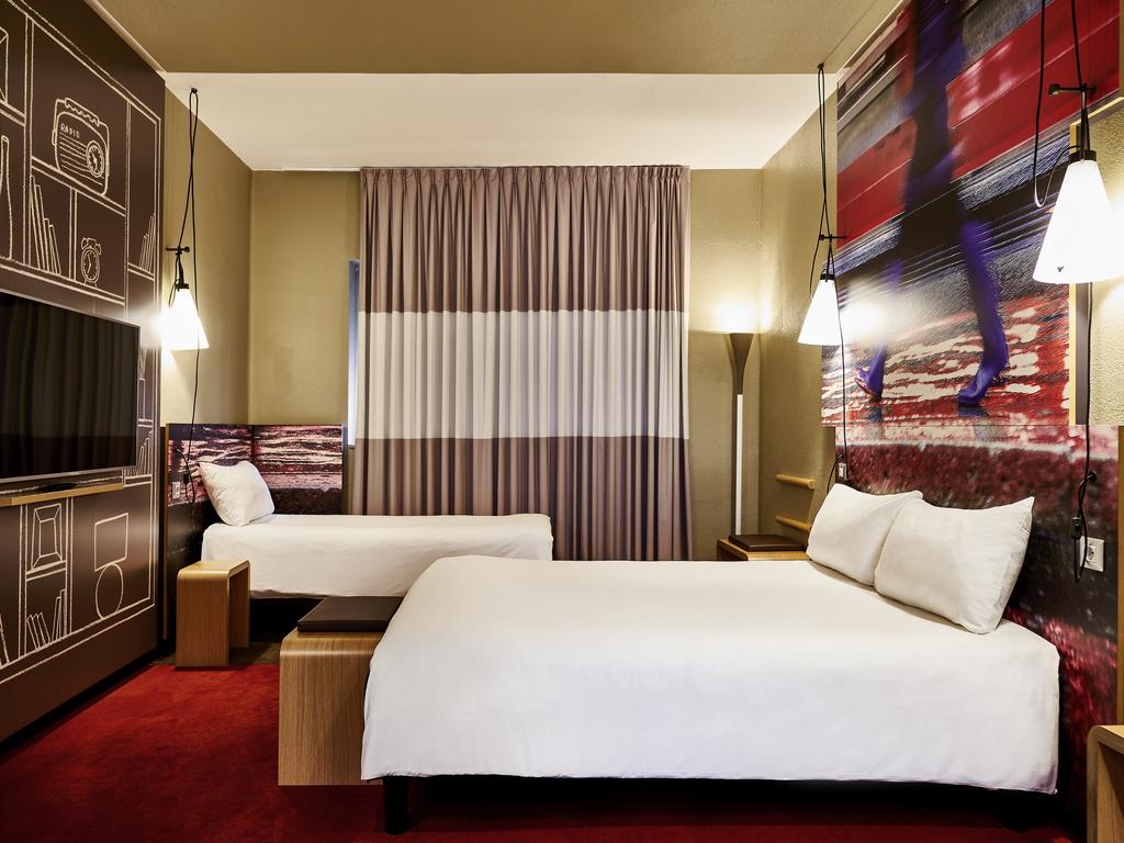 Habitación doble dos camas separadas del hotel Ibis Milano Centro