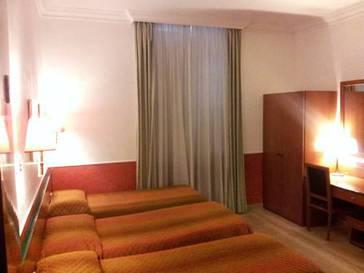 Habitación cuadruple  del hotel Center 1-2. Foto 1