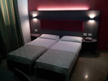 Habitación doble dos camas separadas del hotel Center 1-2. Foto 2
