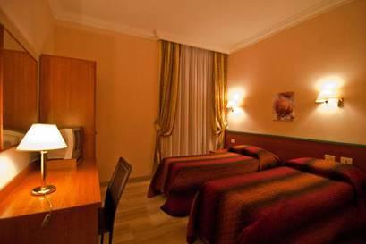 Habitación doble dos camas separadas del hotel Center 1-2. Foto 3