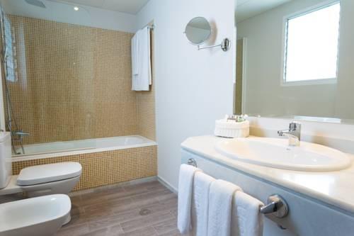 Habitación doble Superior dos camas separadas del hotel Urban Dream Granada. Foto 1