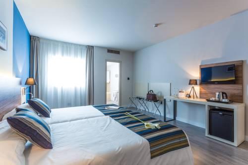 Habitación doble Superior dos camas separadas del hotel Urban Dream Granada. Foto 2