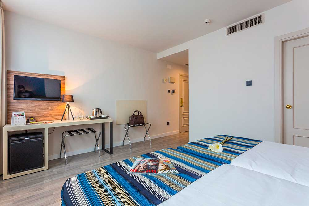 Habitación doble dos camas separadas del hotel Urban Dream Granada