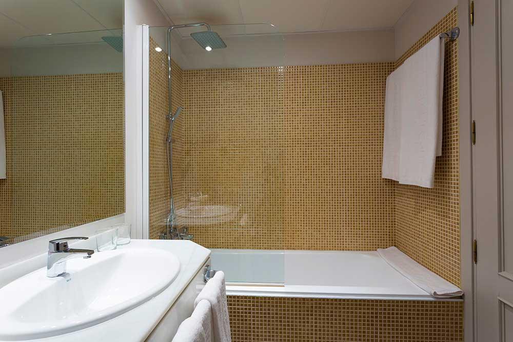 Habitación doble dos camas separadas del hotel Urban Dream Granada. Foto 1