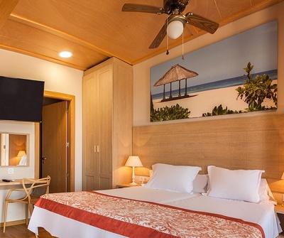 Polynesian Supreme Sea View Jacuzzi Yacht Club del hotel Magic Natura Animal, Waterpark & Polynesian Lodge Resort