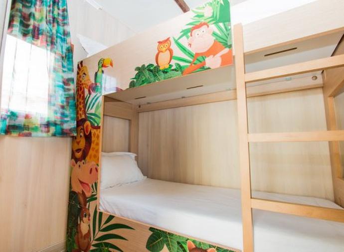Tahiti Yacht Club Lodge del hotel Magic Natura Animal, Waterpark & Polynesian Lodge Resort. Foto 3