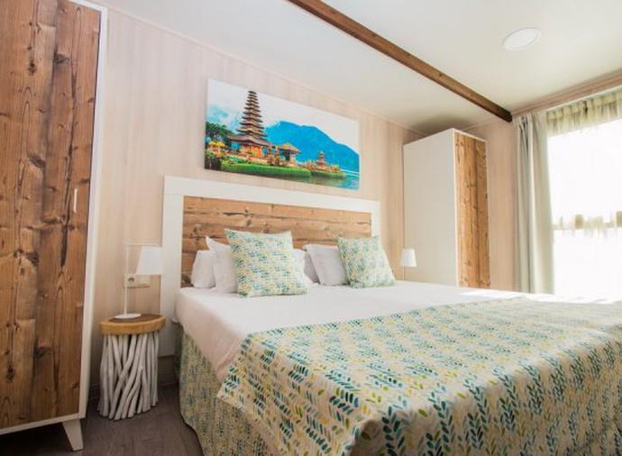 Bali Supreme Lodge del hotel Magic Natura Animal, Waterpark & Polynesian Lodge Resort. Foto 2