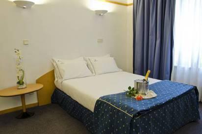 Estudio  del hotel Vip Executive Suites Eden. Foto 1