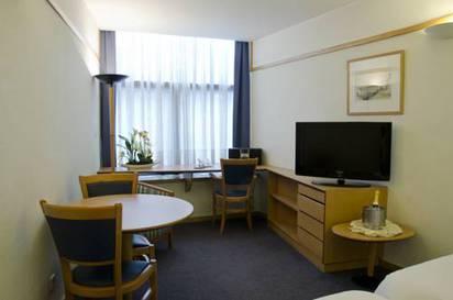 Estudio  del hotel Vip Executive Suites Eden. Foto 2