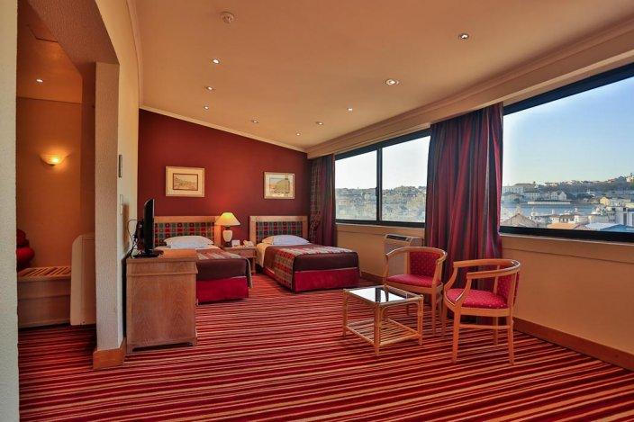 Habitación doble dos camas separadas del hotel Mundial. Foto 1