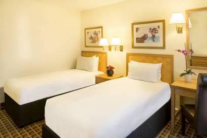 Habitación doble dos camas separadas del hotel Copthorne Tara Hotel London Kensington