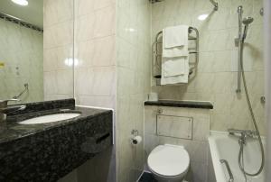 Habitación doble dos camas separadas del hotel Travelodge Kings Cross Royal Scot. Foto 1