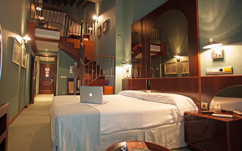 Hotel los jandalos jerez barat simo for Diseno de habitacion con bano privado