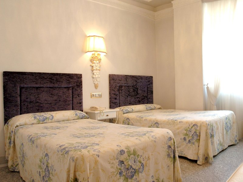 Habitación doble dos camas separadas del hotel Sercotel Artheus Carmelitas Salamanca