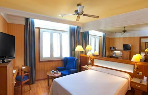 Habitación doble Comunicada del hotel Senator Gran Via 70. Foto 1