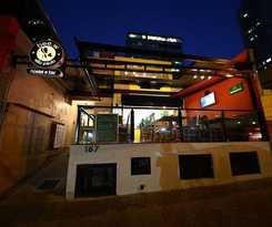 Bee.W Hostel y  Bar