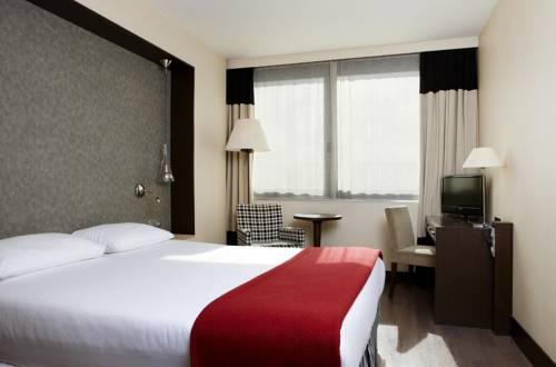 Habitación doble Superior del hotel NH Brussels Louise. Foto 1