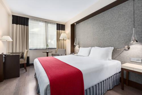 Habitación doble  del hotel NH Brussels Louise. Foto 2
