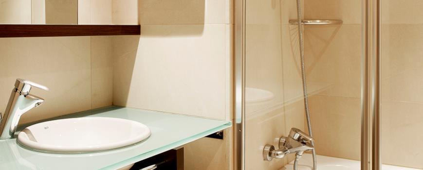 Habitación doble dos camas separadas del hotel NH Brussels Louise. Foto 1