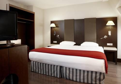 Habitación doble Superior del hotel NH Brussels Louise. Foto 2