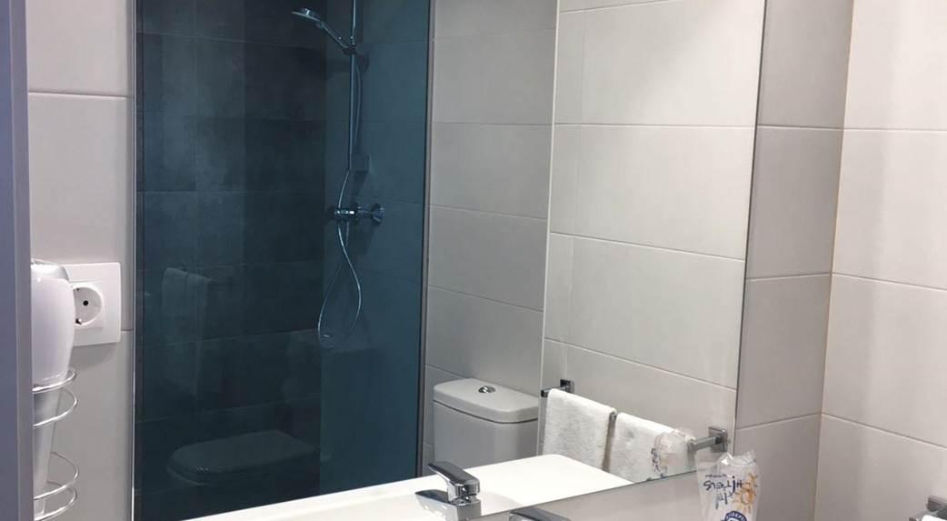 Habitación doble  del hotel Ohtels Roquetas. Foto 2