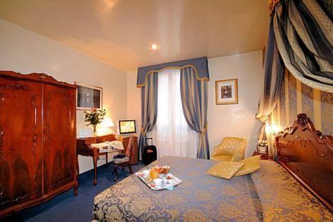 Habitación doble  del hotel Albergo San Marco. Foto 1