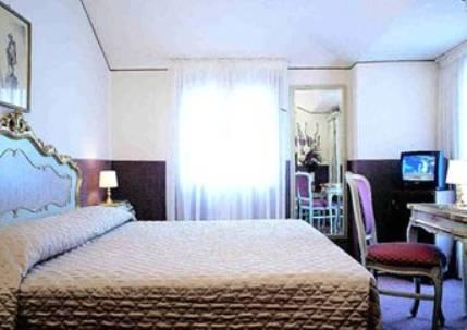 Habitación doble  del hotel Albergo San Marco. Foto 3