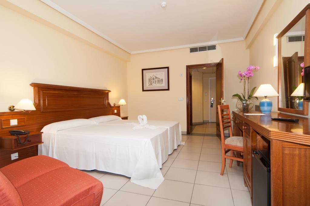 Habitación doble Económica Planta Baja del hotel Turquesa Playa. Foto 1