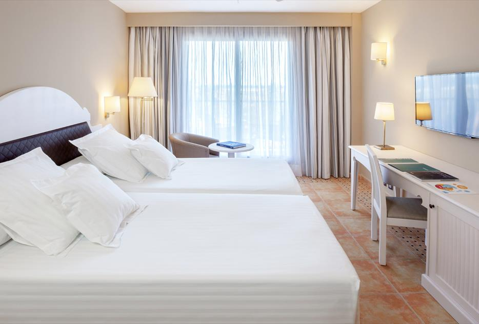 Habitación doble Vista Piscina Superior del hotel Occidental Isla Cristina
