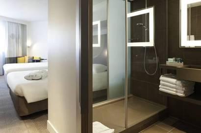 Habitación doble Ejecutiva dos camas separadas del hotel Novotel Les Halles. Foto 2