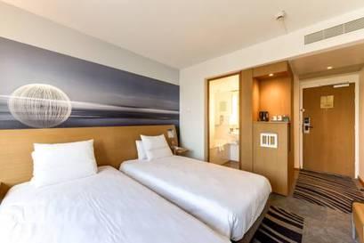 Standard Room with Twin Beds del hotel Novotel Paris Tour Eiffel. Foto 1