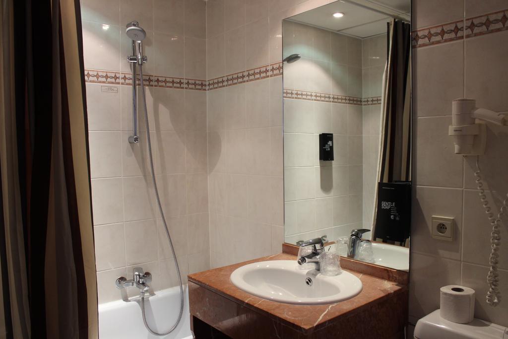 Superior Twin room del hotel Floris Arlequin Grand Place. Foto 1